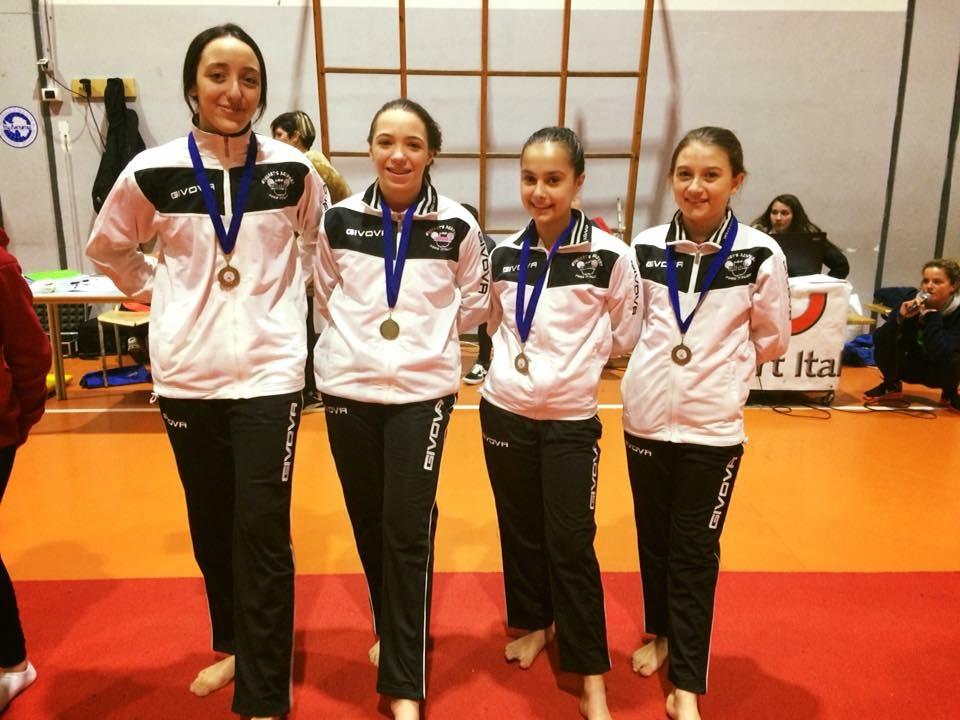 Le ginnaste della categoria Junior della Minnie Gym al Trofeo Arcobaleno
